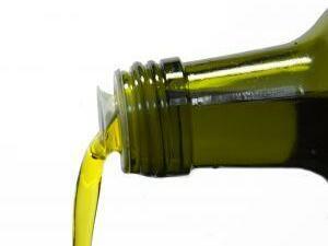 Хванаха 20 хил. бутилки олио с подменени етикети
