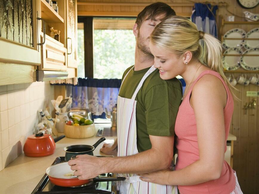 фото супругов на кухне