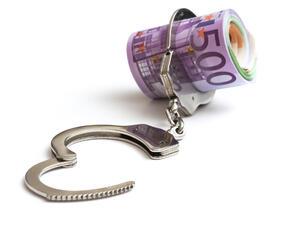 Данъчните запорираха сметките на 4145 длъжници