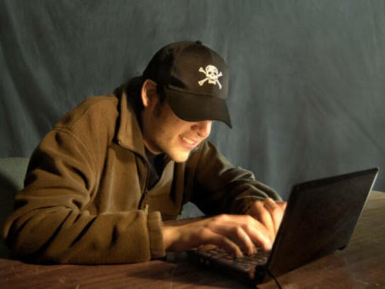 Източноевропейци в центъра на историческо киберпрестъпление
