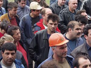Продължават протестите на бургаските корабостроители