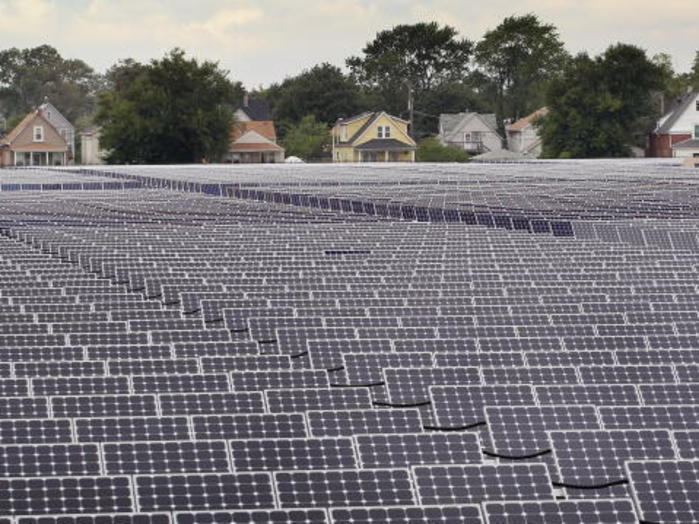 Китайски производител на соларни панели продава активите си в България