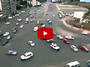 Какво се случва на едно голямо кръстовище без светофар (ВИДЕО)