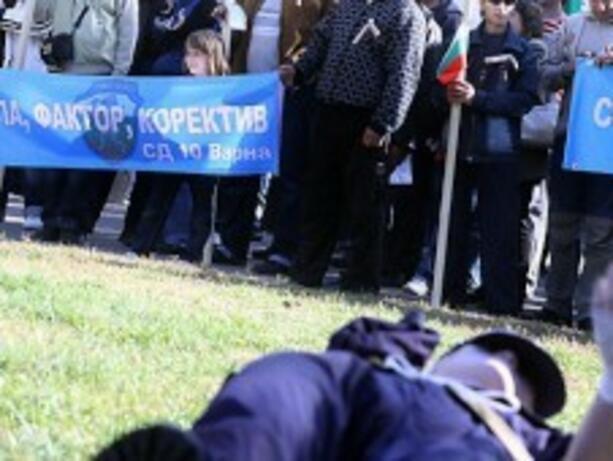 Двайсетина полицаи се събраха на протест в София