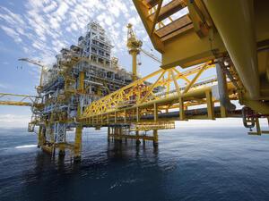 Три сценария за инвестиция в петрола