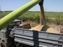 Земеделци блокират бензиностанции в цялата страна