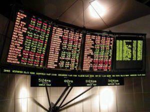 Пазарите загубиха 2,3 трилиона долара след сривовете на Шанхайската фондова борса