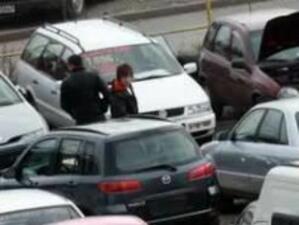Автоборсите закъсаха: Дават 2 коли за една