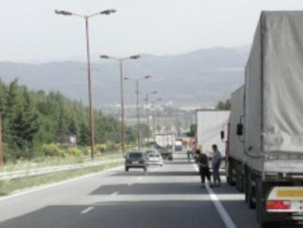 АПИ напомня: Забранява се на тежкотоварни автомобили да се движат при температури над 35 градуса
