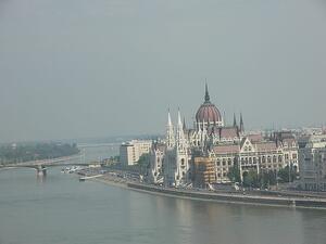 Унгария изпревари България по ниски данъци
