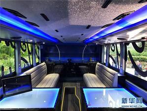 Хонконг популяризира туризма с първия си автобус-ресторант