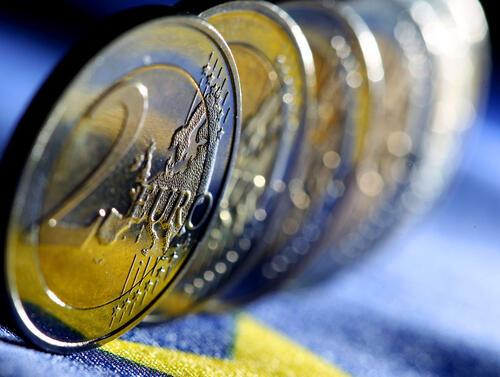 Излишъкът по текущата сметка на еврозоната на сезонно коригирана база