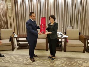 Министър Караниколов се срещна с председателя на Комисията по търговия на Шанхай