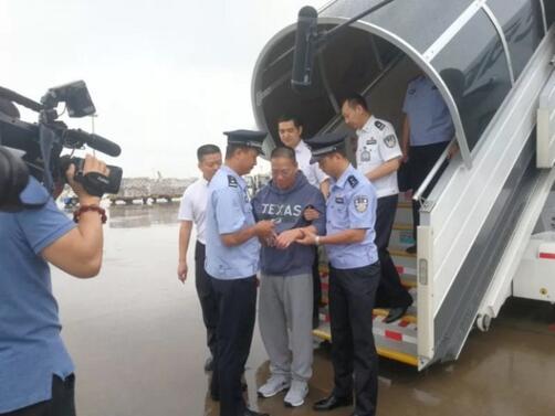 Китайски гражданин, обвинен за присвояването на 485 милиона долара от