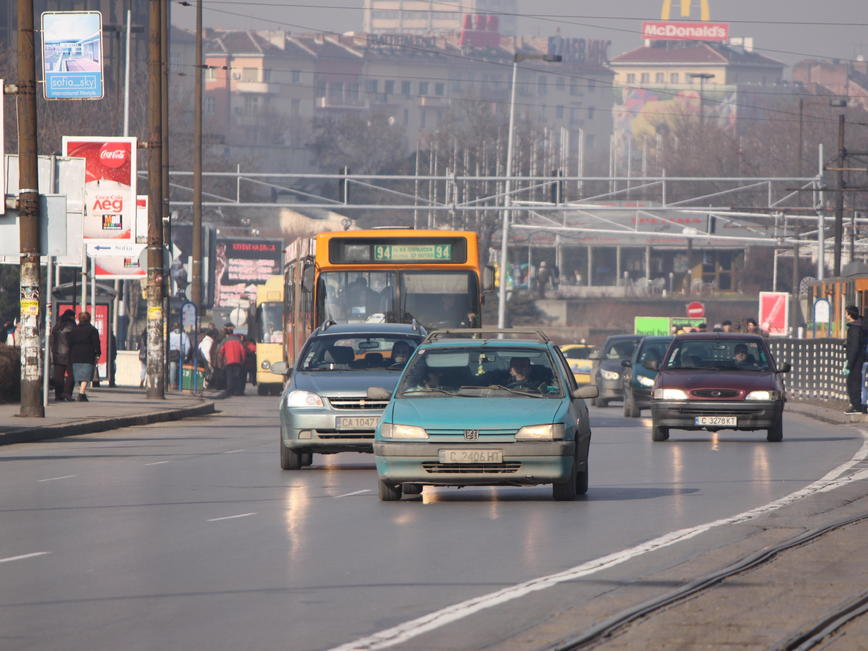 """Движението по ремонтираното платно на бул. """"България"""" стартира в петък"""