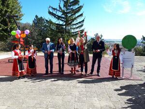Ученици от с. Енина спечелиха детска площадка от конкурса на EVN за енергийни уроци