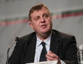 Военният министър прави годишен преглед на отбраната в парламента