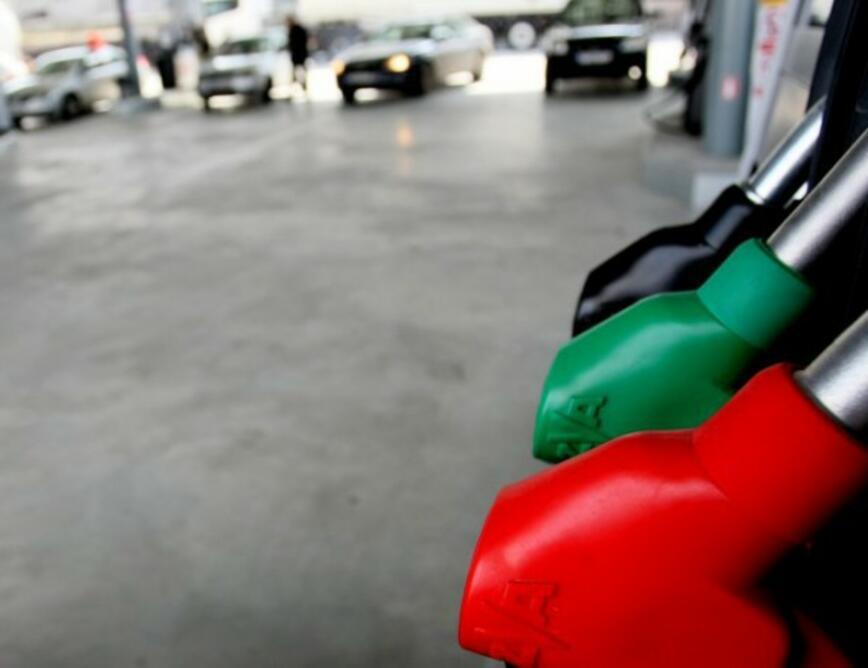 Между 11 и 15 ст. на литър поскъпнаха горивата за месец