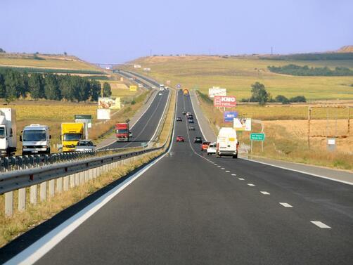 """Снимка: Движението по моста на """"Струма"""" край Дупница остава ограничено и в следващите дни"""