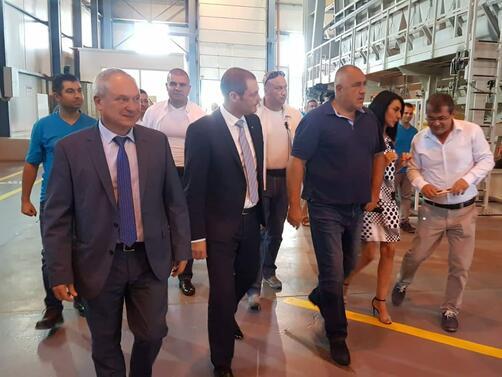 Снимка: Бойко Борисов обеща държавата да помогне за ремонта на пътя до стъкларския завод в Търговище