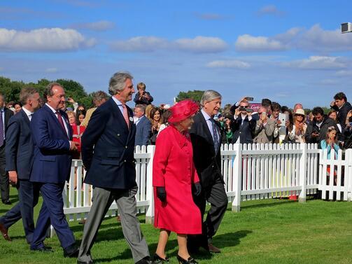 Правителството на Великобритания се обърна към кралицата с молба да