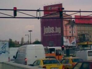 Около 1000 шофьори  дневно минават на червено в София