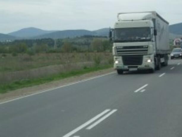 Въвеждат ограничения за тежкотоварните автомобили заради високите температури