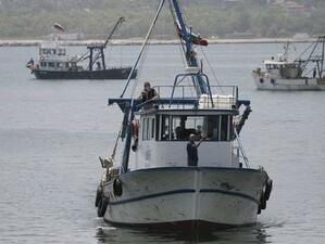 """Режат кораб за скрап с пари по ОП """"Рибарство"""""""