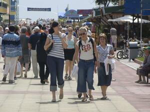 """""""Тъмното лице на """"Слънчев бряг""""... или профил на британския турист в чужбина?"""