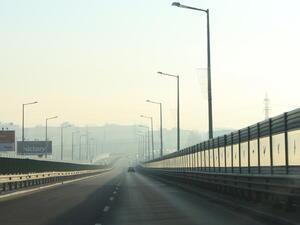 Километрична опашка от камиони задръства Дунав мост