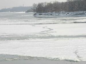 Река Дунав отнесе понтони от кея край Силистра