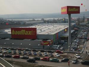 BauMax откри два нови магазина у нас