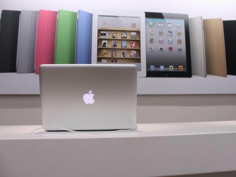 Apple и Foxconn подобряват условията в китайските си заводи