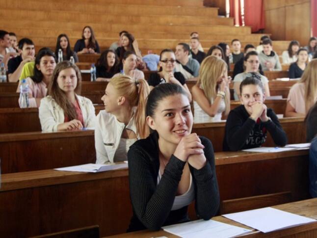 Правителството утвърждава новите такси за обучение в университетите