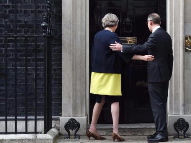 Британското правителство подкрепи план работниците от ЕС да не ползват преференции след Брекзит