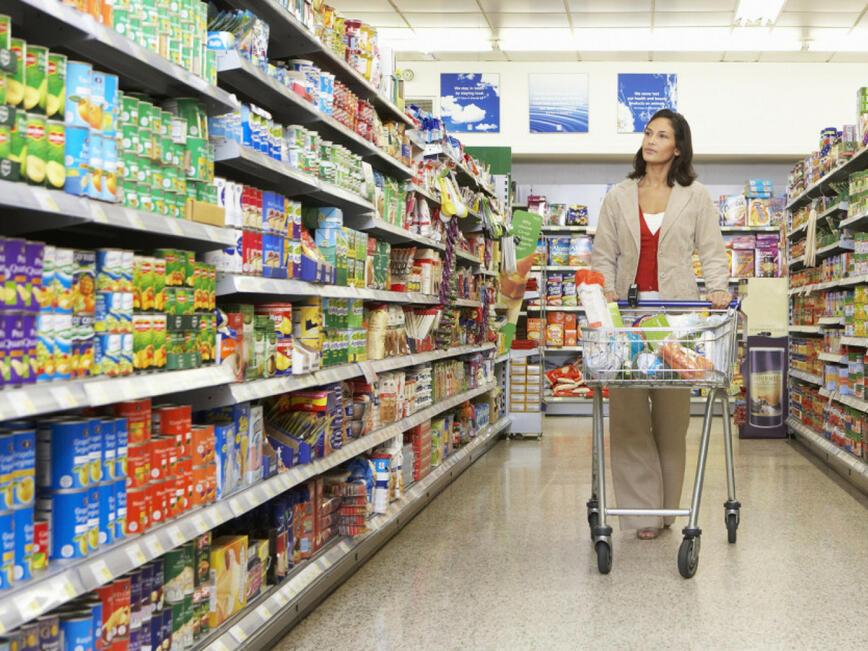 Парламентът освободи от ДДС храните с изтичаща годност