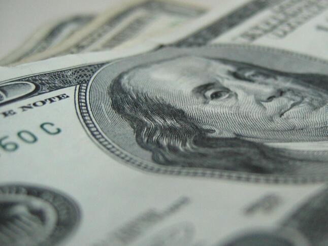 Средното почасово заплащане в САЩ достигна 27.35 долара на час