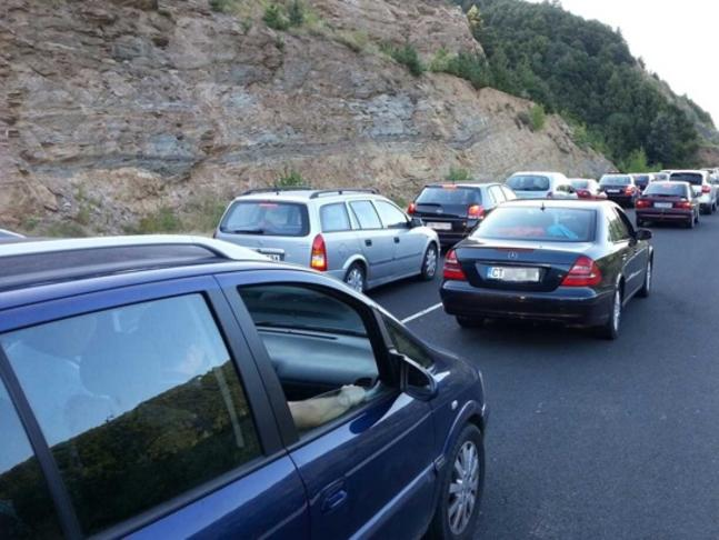 Реорганизации по магистралите и обходни маршрути ще борят задръстванията днес