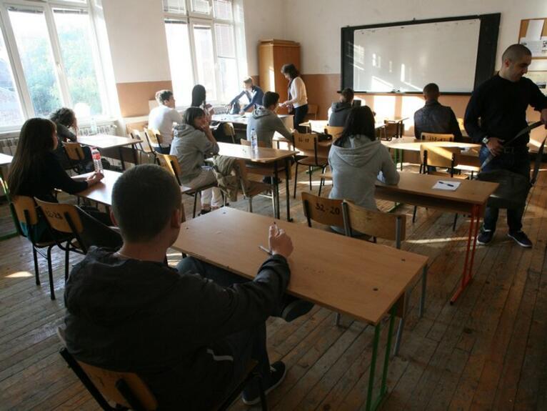 През миналата учебна година 16 300 ученици са напуснали училище