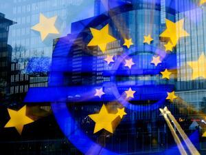 Политически рискове дърпат еврозоната надолу