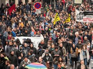 Плановете за трудови реформи на Макрон доведоха до масови протести във Франция