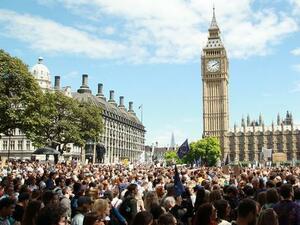 Продажбите на дребно във Великобритания бележат солиден ръст
