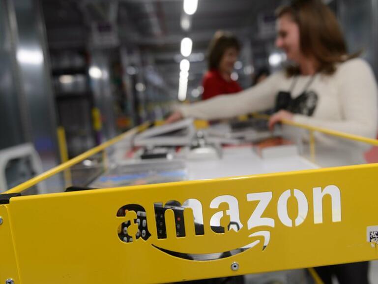 Амазон наема 120 хил. сезонни работници в 27 държави