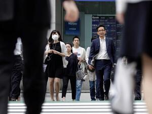 Търговският излишък на Япония се свива през ноември