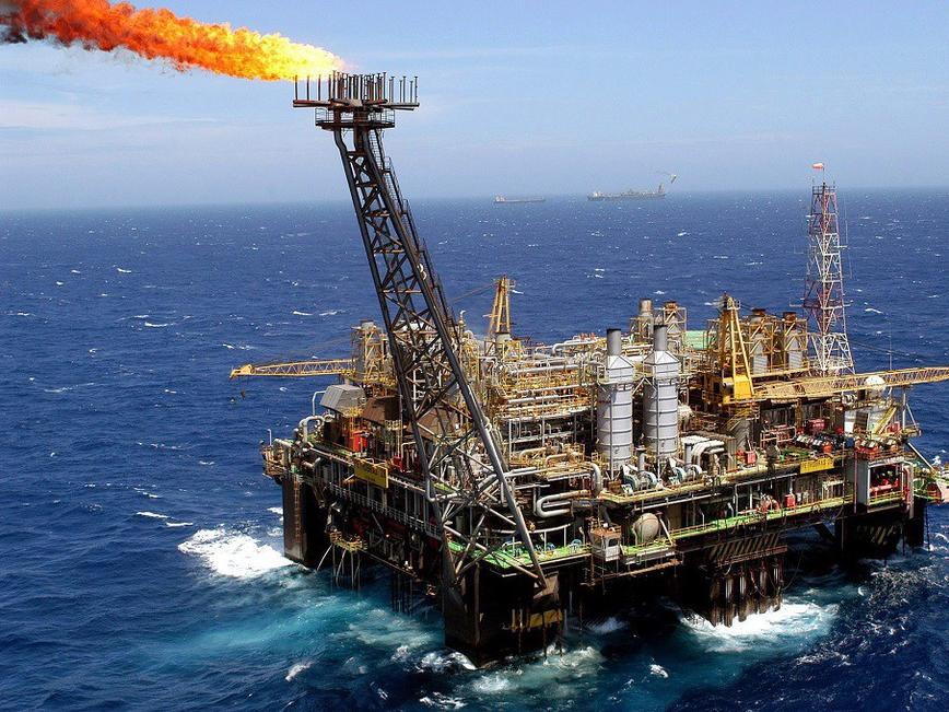 Цените на петрола се движат разнопосочно в петък