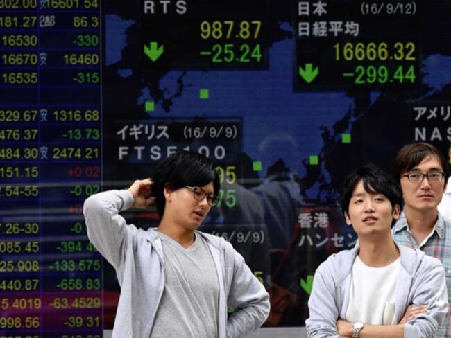 """Азиатските индекси последваха несигурността на """"Уолстрийт"""""""