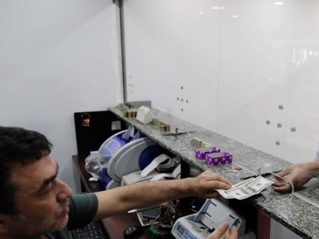 Атентати и инфлация сринаха турската лира