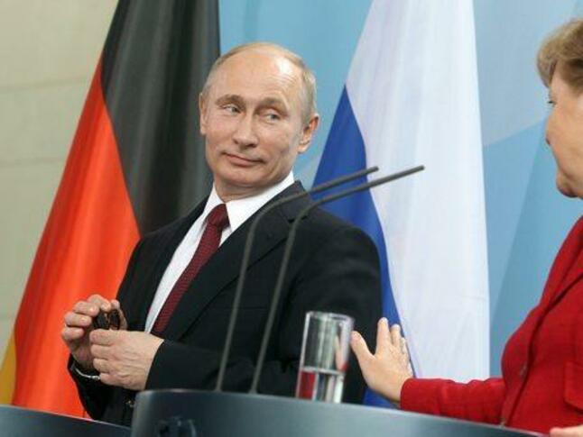 """""""Северен поток 2"""" ще бъде основна тема на разговора между Путин и Меркел"""