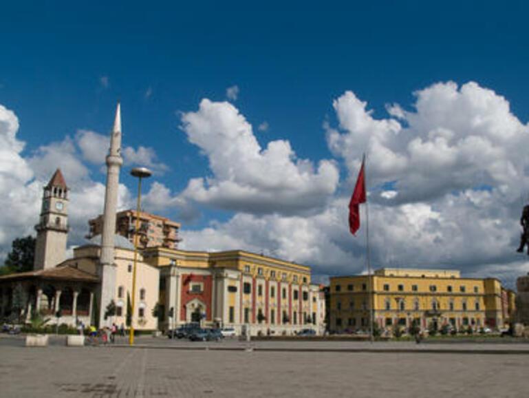 За две години от банки в Албания са откраднати над 10 милиона евро
