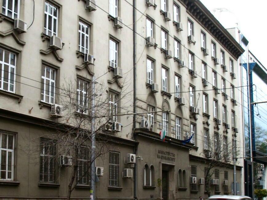 България ще продължи ще поема годишно до около 1 млрд. лв. нов дълг
